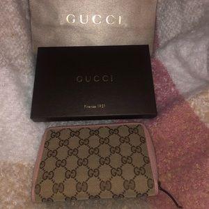 Gucci Wallet - Pink 😍